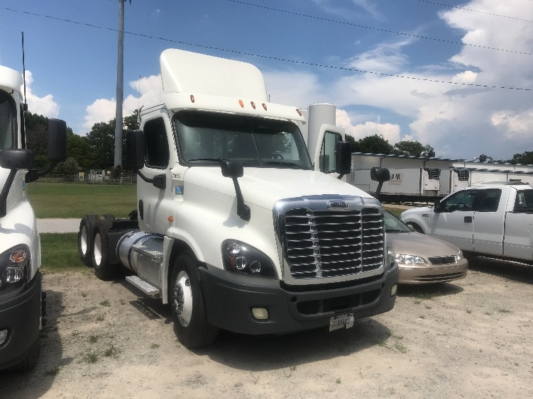 Day Cab Tractor-Heavy Duty Tractors-Freightliner-2014-Cascadia 12564ST-NEWBERRY-SC-467,553 miles-$30,750