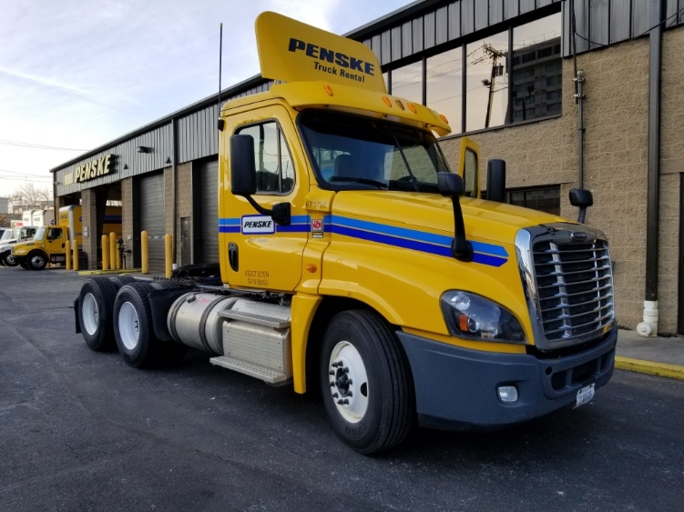 Day Cab Tractor-Heavy Duty Tractors-Freightliner-2014-Cascadia 12564ST-ALBANY-NY-287,294 miles-$39,000