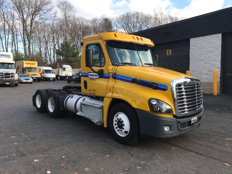 Day Cab Tractor-Heavy Duty Tractors-Freightliner-2014-Cascadia 12564ST-EAST SYRACUSE-NY-289,926 miles-$41,500