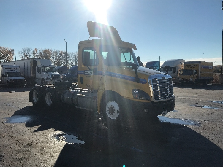 Day Cab Tractor-Heavy Duty Tractors-Freightliner-2014-Cascadia 12564ST-KANSAS CITY-MO-367,217 miles-$46,250