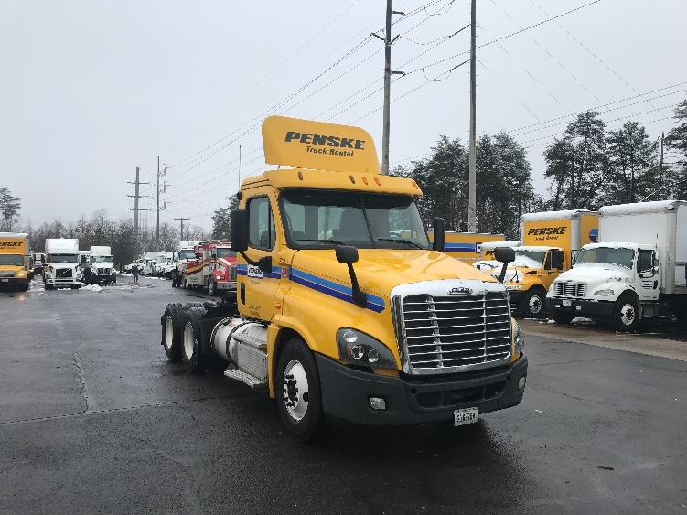 Day Cab Tractor-Heavy Duty Tractors-Freightliner-2014-Cascadia 12564ST-NEW CASTLE-DE-426,748 miles-$36,750