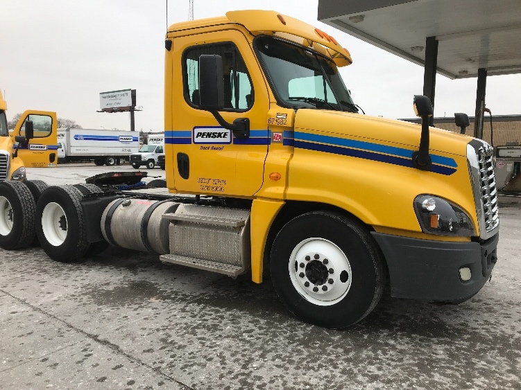 Day Cab Tractor-Heavy Duty Tractors-Freightliner-2014-Cascadia 12564ST-OMAHA-NE-330,022 miles-$43,750