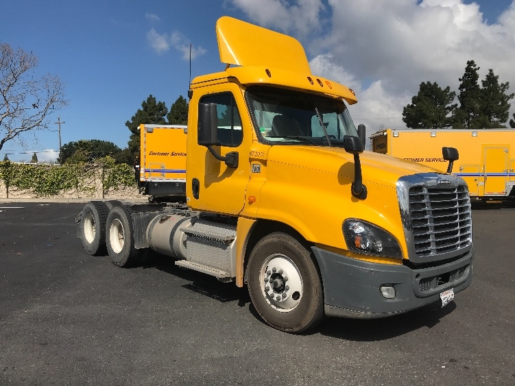 Day Cab Tractor-Heavy Duty Tractors-Freightliner-2014-Cascadia 12564ST-WEST SACRAMENTO-CA-170,030 miles-$54,500