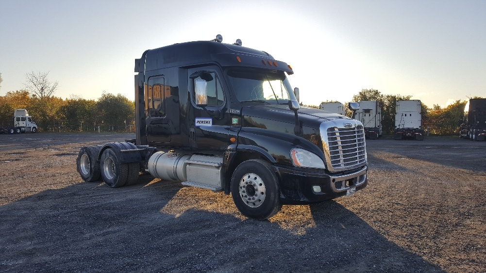 Sleeper Tractor-Heavy Duty Tractors-Freightliner-2014-Cascadia 12564ST-MONTREAL-PQ-359,267 km-$73,250