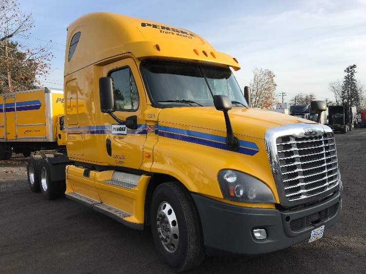 Sleeper Tractor-Heavy Duty Tractors-Freightliner-2014-Cascadia 12564ST-ABBOTSFORD-BC-890,004 km-$46,000