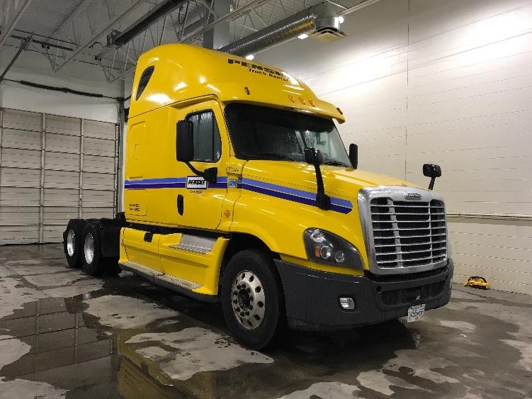 Sleeper Tractor-Heavy Duty Tractors-Freightliner-2014-Cascadia 12564ST-DELTA-BC-841,945 km-$47,500