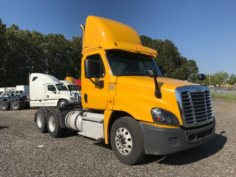 Day Cab Tractor-Heavy Duty Tractors-Freightliner-2014-Cascadia 12564ST-DELTA-BC-386,324 km-$56,750