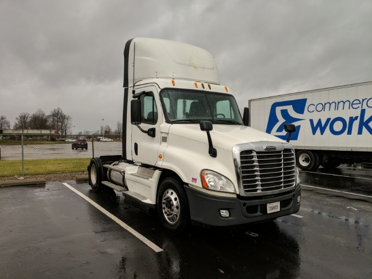 Day Cab Tractor-Heavy Duty Tractors-Freightliner-2014-Cascadia 12542ST-LOUISVILLE-KY-435,739 miles-$42,750