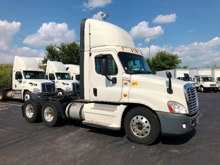 Day Cab Tractor-Heavy Duty Tractors-Freightliner-2014-Cascadia 12564ST-CHICAGO RIDGE-IL-610,210 miles-$26,750