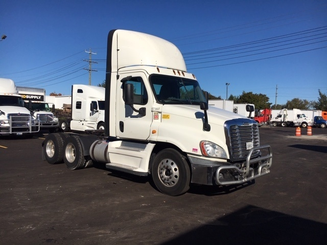 Day Cab Tractor-Heavy Duty Tractors-Freightliner-2014-Cascadia 12564ST-PLYMOUTH-MI-392,408 miles-$51,250