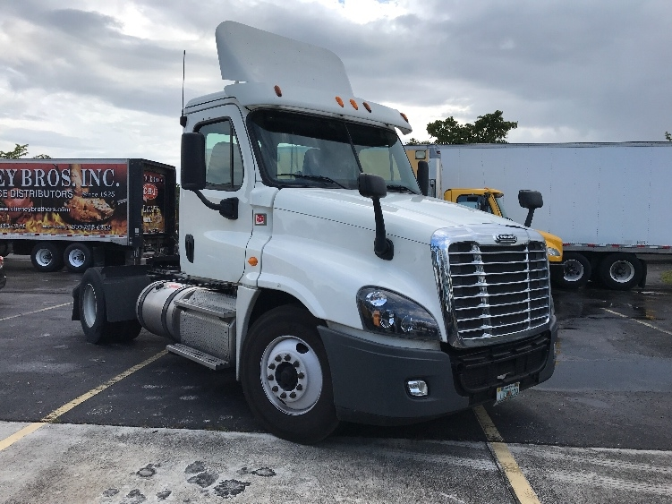 Day Cab Tractor-Heavy Duty Tractors-Freightliner-2014-Cascadia 12542ST-RIVIERA BEACH-FL-245,752 miles-$52,750