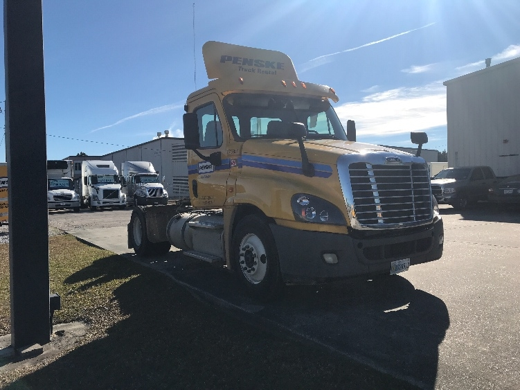 Day Cab Tractor-Heavy Duty Tractors-Freightliner-2014-Cascadia 12542ST-GULFPORT-MS-323,030 miles-$39,250