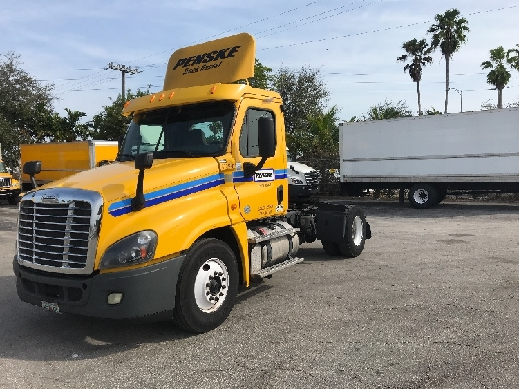 Day Cab Tractor-Heavy Duty Tractors-Freightliner-2014-Cascadia 12542ST-POMPANO BEACH-FL-215,419 miles-$41,500