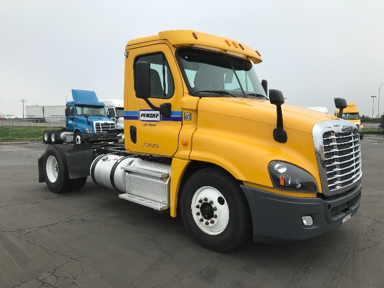 Day Cab Tractor-Heavy Duty Tractors-Freightliner-2014-Cascadia 12542ST-FRESNO-CA-342,462 miles-$44,750