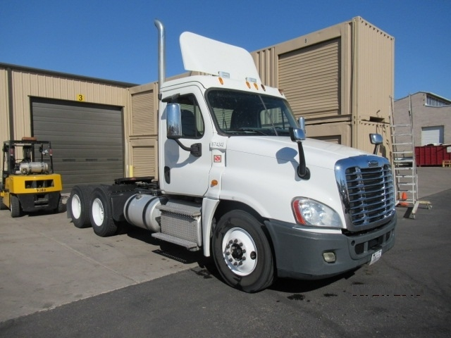 Day Cab Tractor-Heavy Duty Tractors-Freightliner-2014-Cascadia 12564ST-PHOENIX-AZ-425,799 miles-$54,000