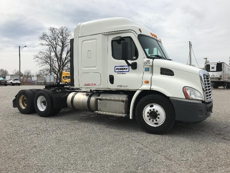 Sleeper Tractor-Heavy Duty Tractors-Freightliner-2014-Cascadia 11364ST-HUNTINGTON-WV-462,752 miles-$29,000