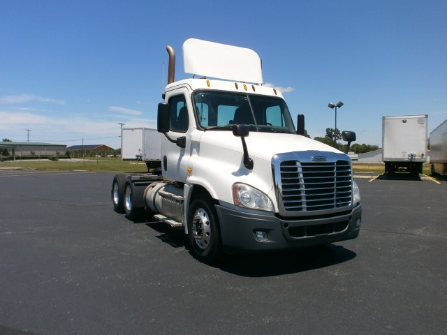 Day Cab Tractor-Heavy Duty Tractors-Freightliner-2014-Cascadia 12564ST-LOUISVILLE-KY-416,560 miles-$38,000