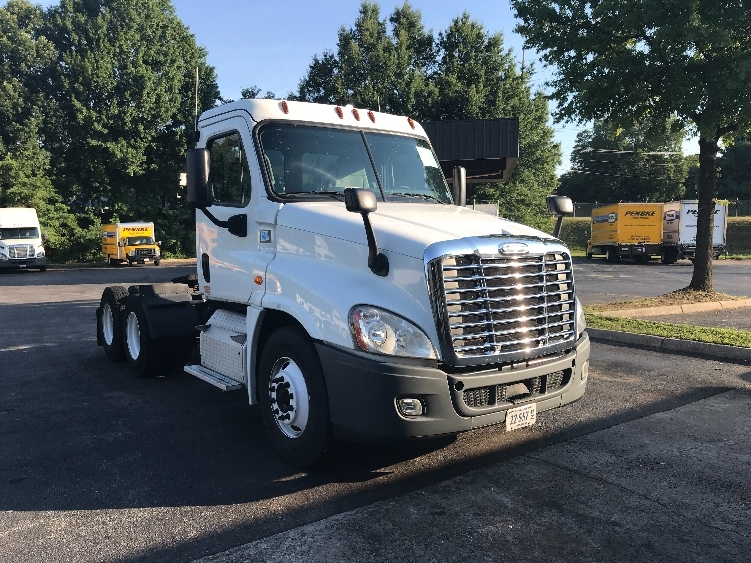 Day Cab Tractor-Heavy Duty Tractors-Freightliner-2014-Cascadia 12564ST-SALEM-VA-337,560 miles-$40,500