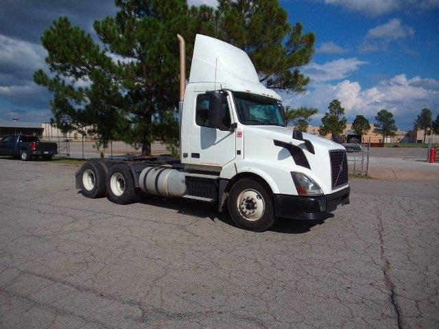 Day Cab Tractor-Heavy Duty Tractors-Volvo-2014-VNL64T300-LITTLE ROCK-AR-299,651 miles-$58,000