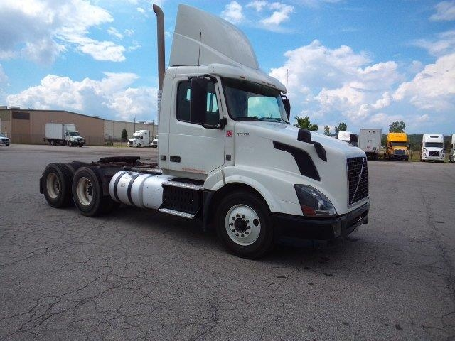 Day Cab Tractor-Heavy Duty Tractors-Volvo-2014-VNL64T300-FORT SMITH-AR-649,116 miles-$34,750