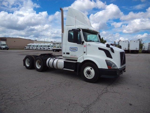 Day Cab Tractor-Heavy Duty Tractors-Volvo-2014-VNL64T300-FORT SMITH-AR-427,369 miles-$47,250