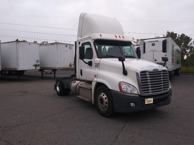 Day Cab Tractor-Heavy Duty Tractors-Freightliner-2014-Cascadia 12542ST-WIXOM-MI-185,250 miles-$37,750