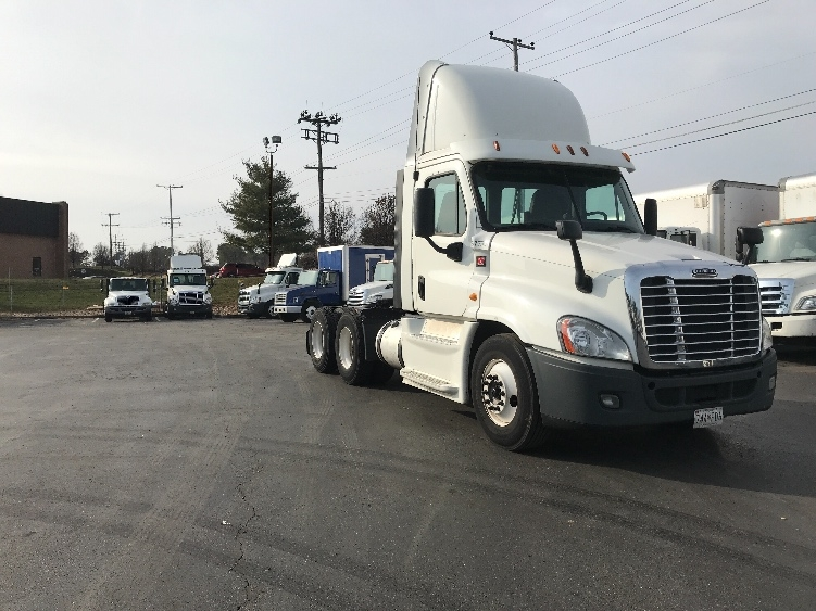 Day Cab Tractor-Heavy Duty Tractors-Freightliner-2014-Cascadia 12564ST-BALTIMORE-MD-383,118 miles-$53,500