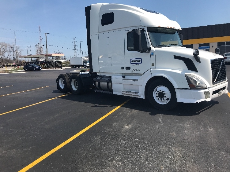 Sleeper Tractor-Heavy Duty Tractors-Volvo-2014-VNL64T670-BEDFORD PARK-IL-574,657 miles-$34,750