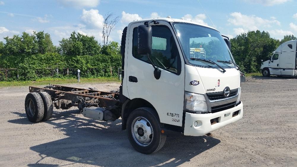 Cab and Chassis Truck-Light and Medium Duty Trucks-Hino-2013-195-MONTREAL-PQ-140,874 km-$30,750