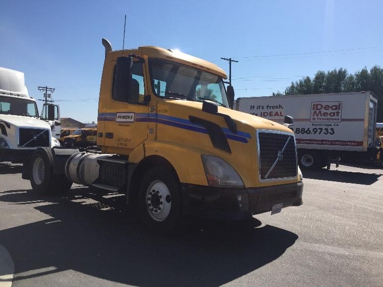 Day Cab Tractor-Heavy Duty Tractors-Volvo-2014-VNL42300-SUN VALLEY-CA-252,316 miles-$56,000