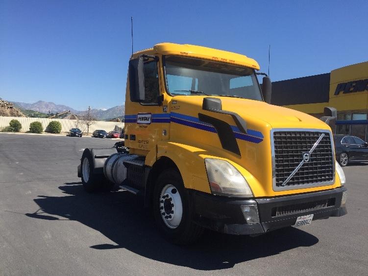 Day Cab Tractor-Heavy Duty Tractors-Volvo-2014-VNL42300-SUN VALLEY-CA-210,536 miles-$57,250
