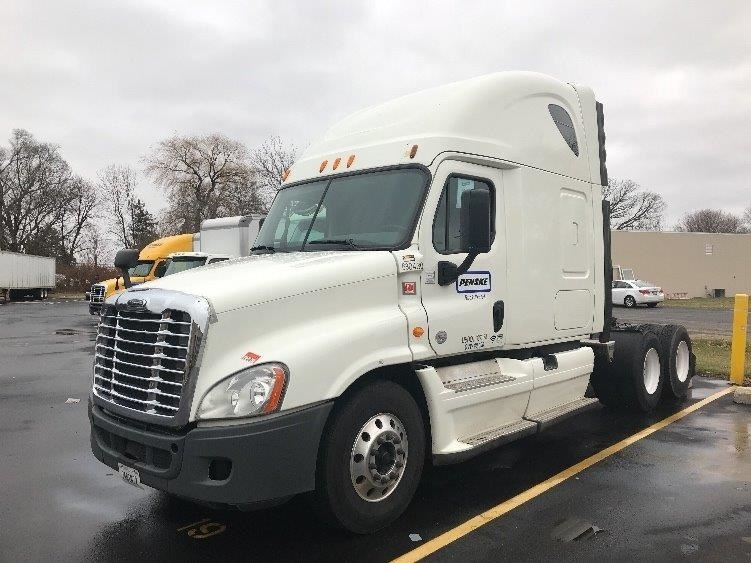 Sleeper Tractor-Heavy Duty Tractors-Freightliner-2014-Cascadia 12564ST-MILWAUKEE-WI-561,384 miles-$46,750