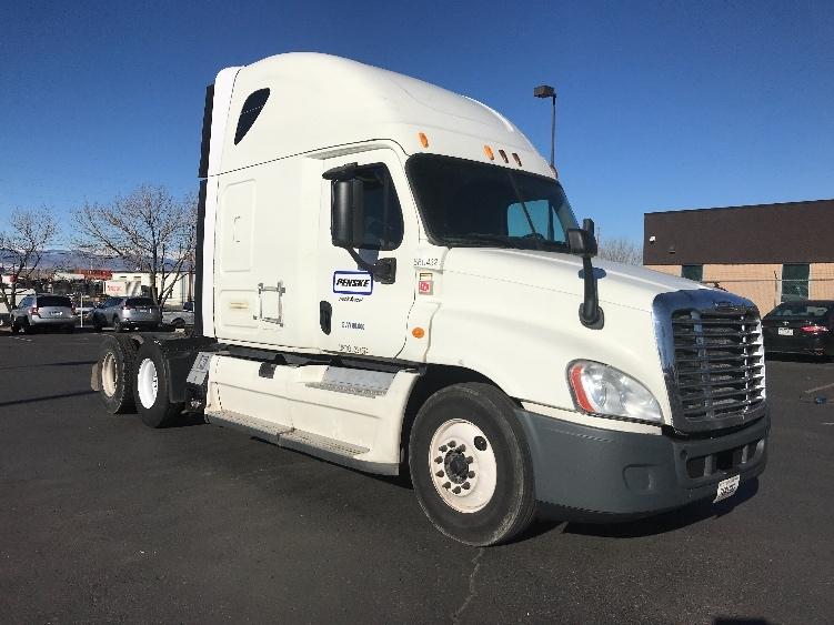 Sleeper Tractor-Heavy Duty Tractors-Freightliner-2014-Cascadia 12564ST-FLAGSTAFF-AZ-570,653 miles-$46,000