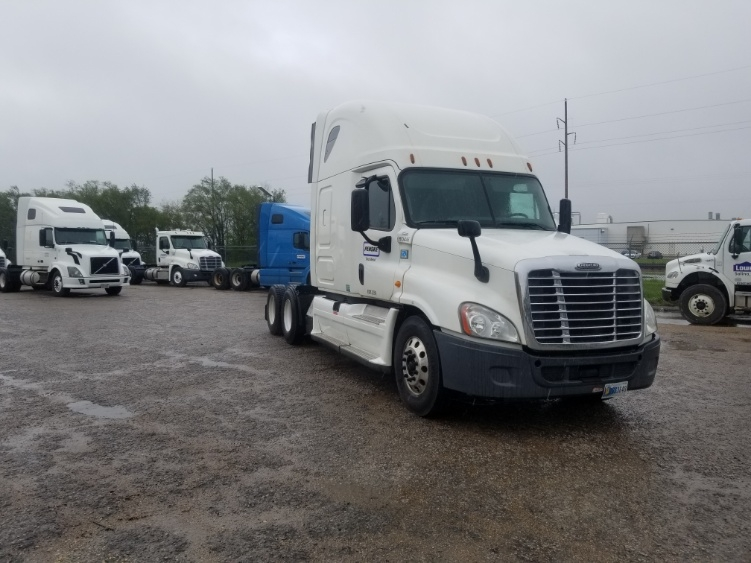 Sleeper Tractor-Heavy Duty Tractors-Freightliner-2014-Cascadia 12564ST-SALINA-KS-579,539 miles-$38,750