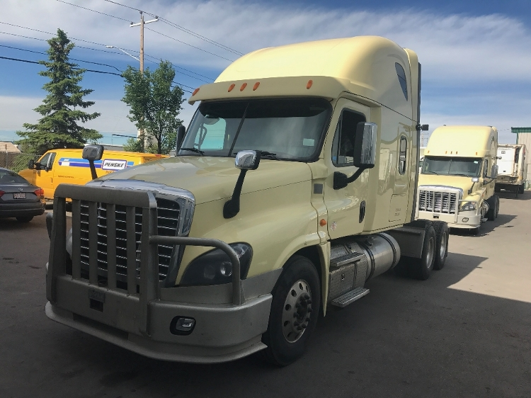 Sleeper Tractor-Heavy Duty Tractors-Freightliner-2014-Cascadia 12564ST-CALGARY-AB-835,739 km-$62,750