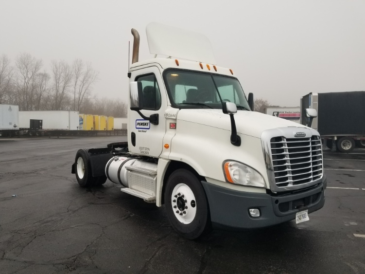 Day Cab Tractor-Heavy Duty Tractors-Freightliner-2014-Cascadia 12542ST-SOUTH BEND-IN-347,773 miles-$43,500