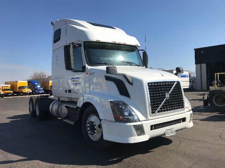Sleeper Tractor-Heavy Duty Tractors-Volvo-2014-VNL64T670-HAGERSTOWN-MD-451,812 miles-$42,750