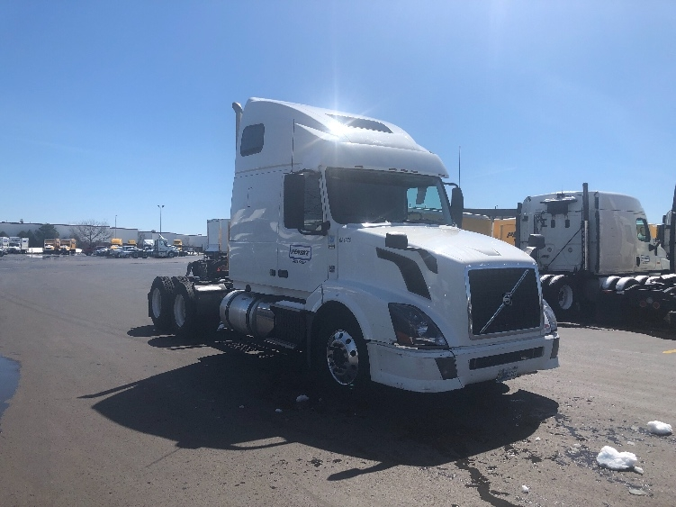 Sleeper Tractor-Heavy Duty Tractors-Volvo-2014-VNL64T670-ROMEOVILLE-IL-560,492 miles-$34,000