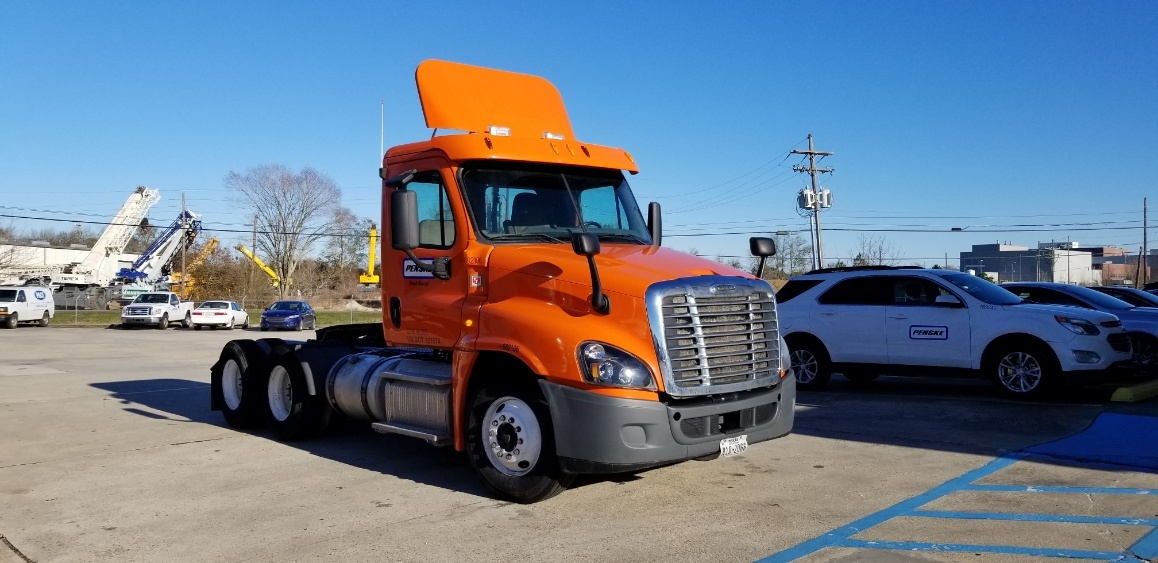Day Cab Tractor-Heavy Duty Tractors-Freightliner-2014-Cascadia 12564ST-BATON ROUGE-LA-459,886 miles-$37,000