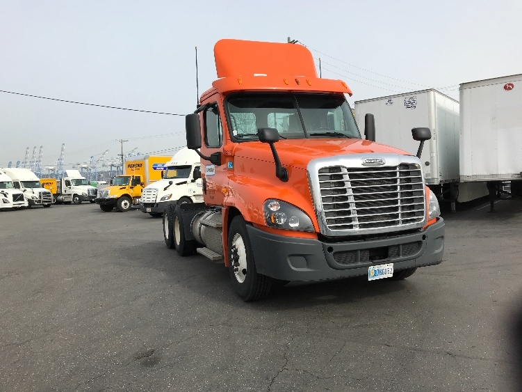 Day Cab Tractor-Heavy Duty Tractors-Freightliner-2014-Cascadia 12564ST-TACOMA-WA-590,518 miles-$46,000