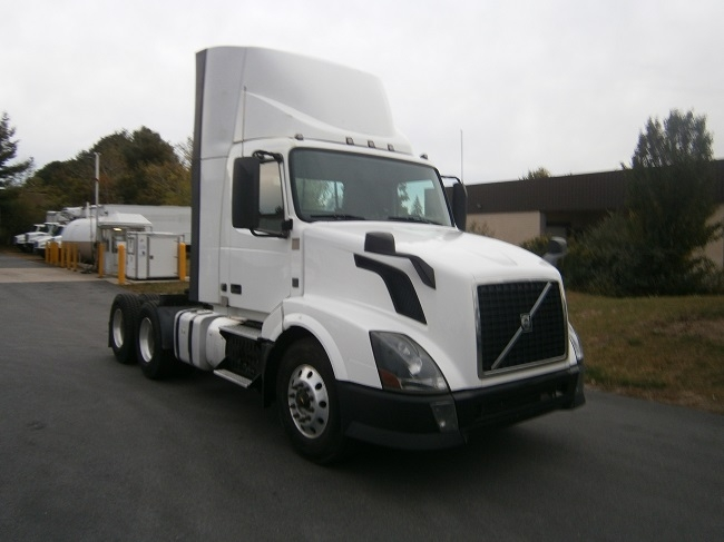 Day Cab Tractor-Heavy Duty Tractors-Volvo-2014-VNL64T300-HUDSON-NH-403,104 miles-$39,000