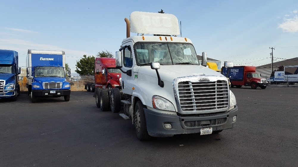 Day Cab Tractor-Heavy Duty Tractors-Freightliner-2014-Cascadia 12584ST-SPOKANE VALLEY-WA-480,515 miles-$66,750