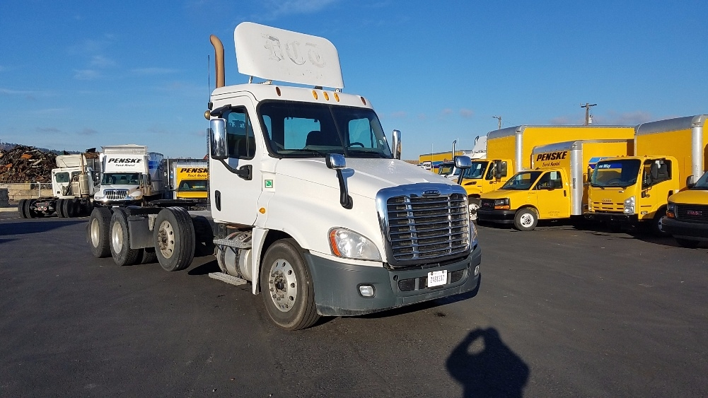 Day Cab Tractor-Heavy Duty Tractors-Freightliner-2014-Cascadia 12584ST-SPOKANE VALLEY-WA-463,536 miles-$63,000