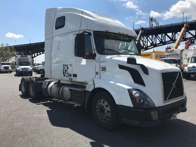 Sleeper Tractor-Heavy Duty Tractors-Volvo-2014-VNL64T670-KEARNY-NJ-439,967 miles-$47,750