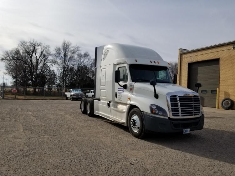 Sleeper Tractor-Heavy Duty Tractors-Freightliner-2014-Cascadia 12564ST-FARGO-ND-477,911 miles-$49,750