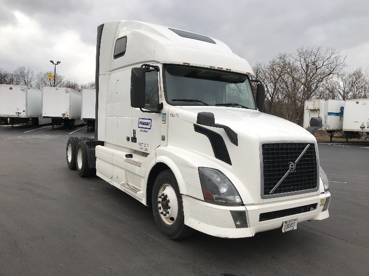 Sleeper Tractor-Heavy Duty Tractors-Volvo-2014-VNL64T670-HARRISBURG-PA-460,521 miles-$45,750