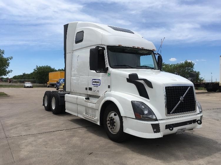 Sleeper Tractor-Heavy Duty Tractors-Volvo-2014-VNL64T670-DALLAS-TX-427,713 miles-$57,500