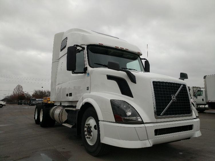 Sleeper Tractor-Heavy Duty Tractors-Volvo-2014-VNL64T670-GARLAND-TX-313,258 miles-$39,000