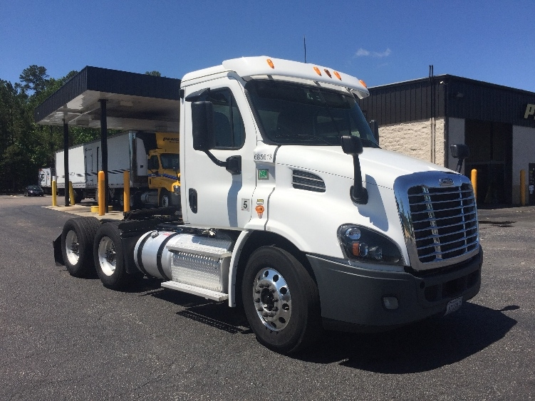 Day Cab Tractor-Heavy Duty Tractors-Freightliner-2014-Cascadia 11364ST-SUFFOLK-VA-617,819 miles-$39,250