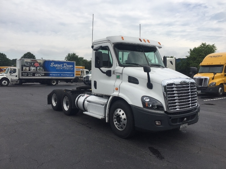 Day Cab Tractor-Heavy Duty Tractors-Freightliner-2014-Cascadia 11364ST-SUFFOLK-VA-596,618 miles-$40,750
